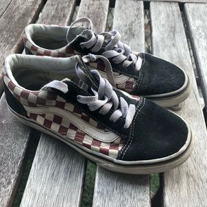 BLACK AND RED CHECKERED VANS